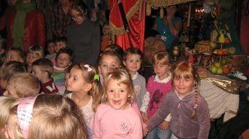Dzieci z grupy VIII w teatrze