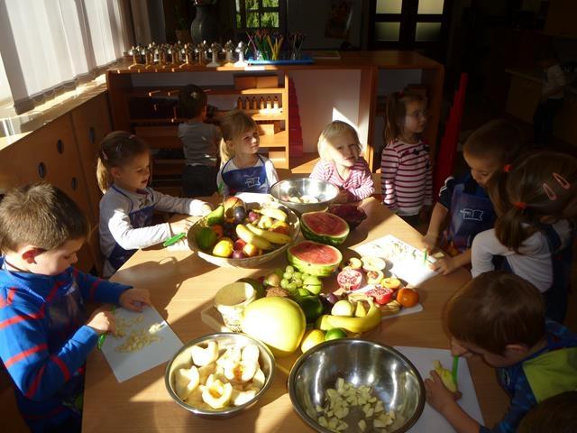 Robimy wspólnie sałatkę owocową – grupa II