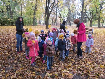 Dzieci z grupy VIII na świeżym powietrzu
