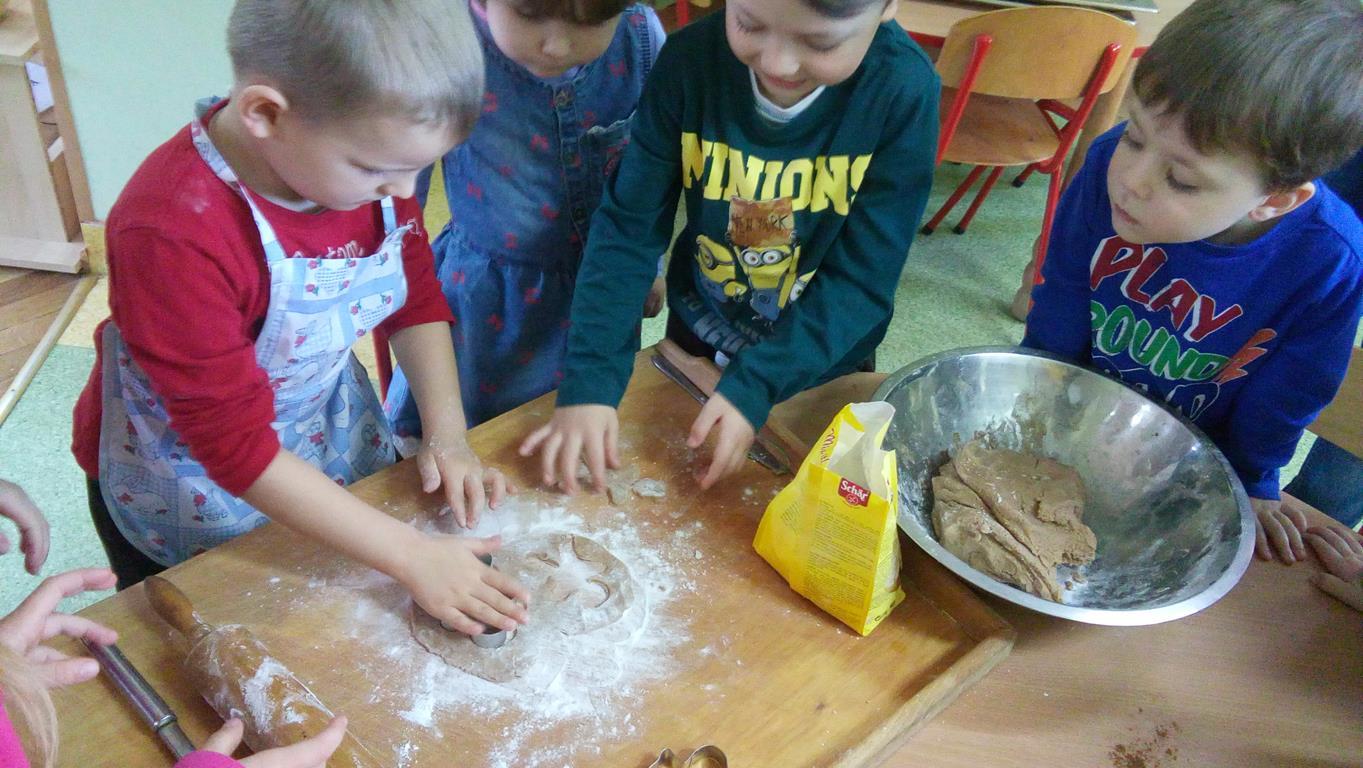 Pieczemy ciasteczka na choinkę – grupa IV
