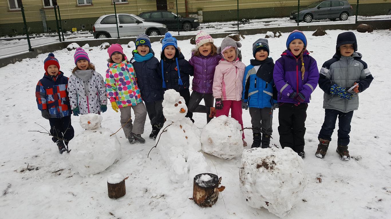 Zabawy na śniegu grupa VI