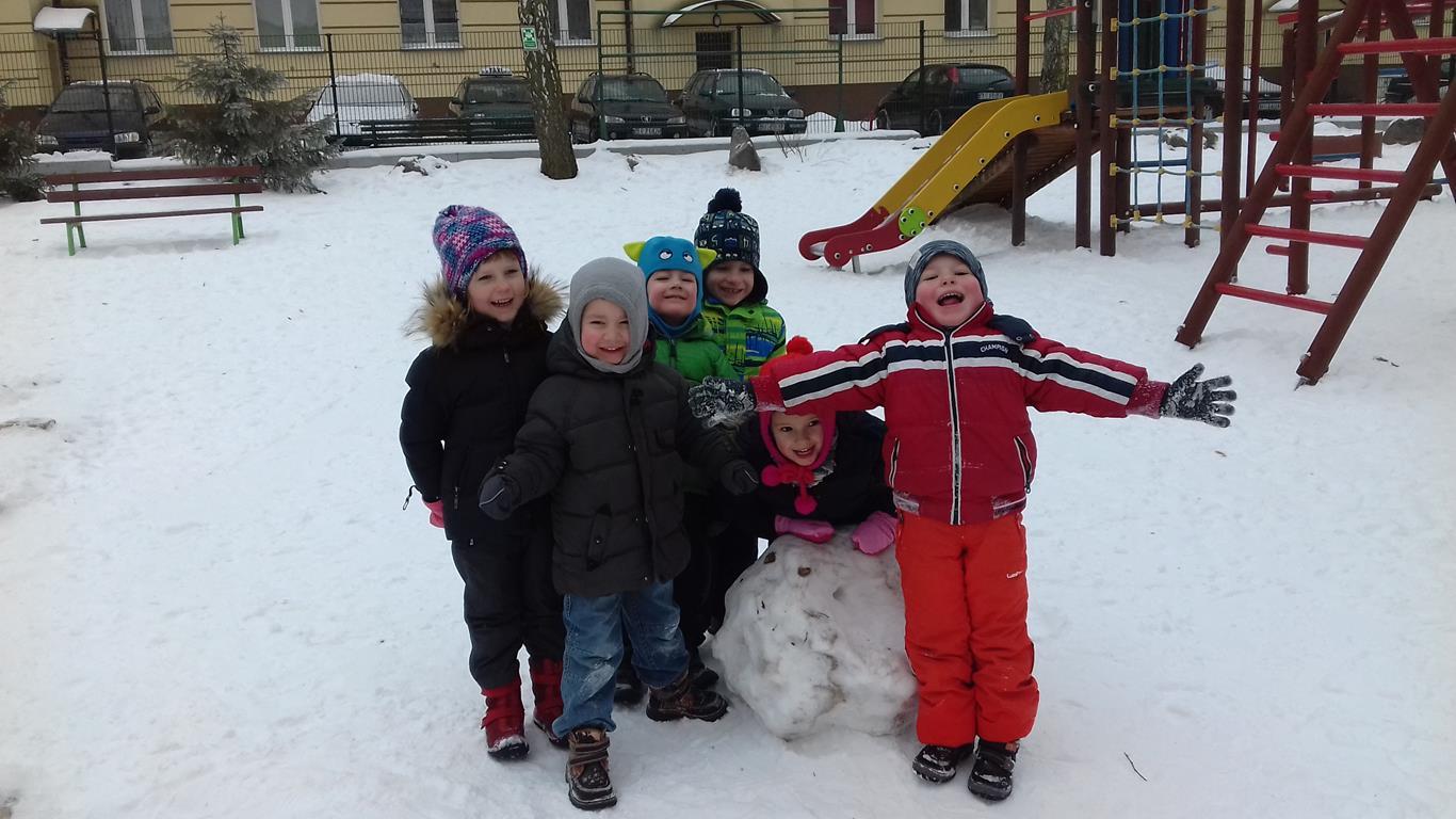 Zimowe zabawy w ogrodzie przedszkolnym – grupa VII