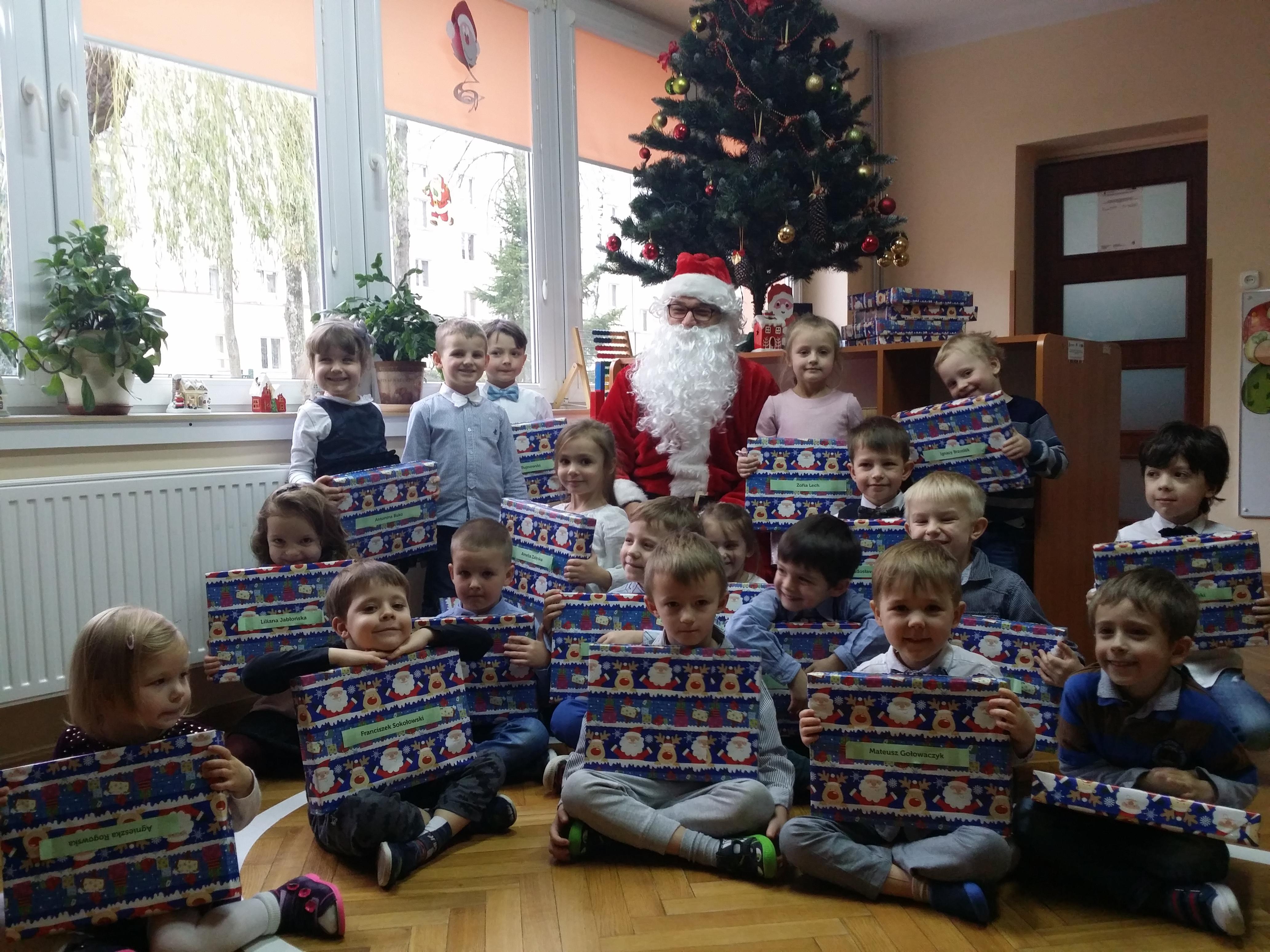 Wizyta Świętego Mikołaja w grupie IV