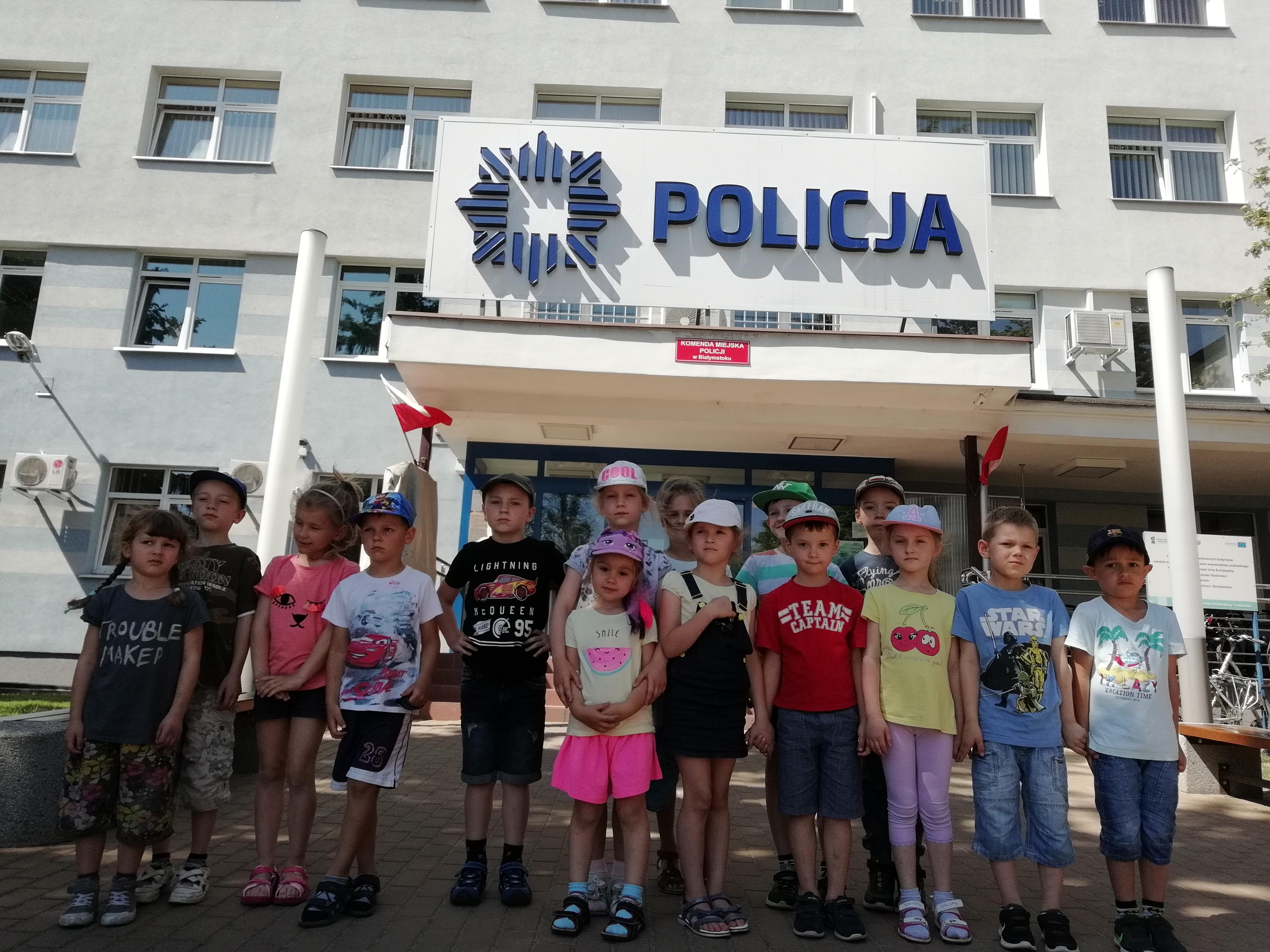 Grupa V w siedzibie Komendy Miejskiej Policji w Białymstoku