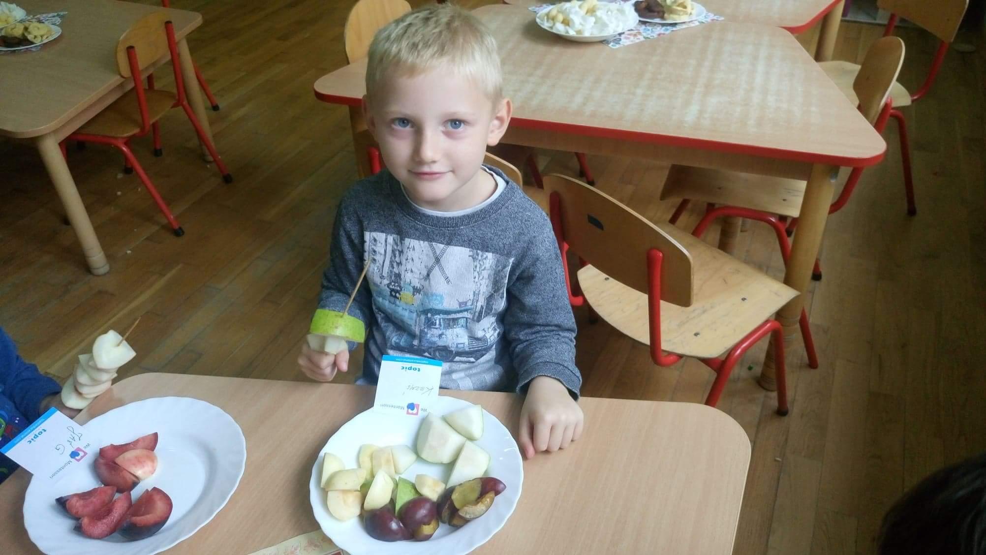 Szaszłyki owocowe w grupie VII – czyli smacznie i zdrowo