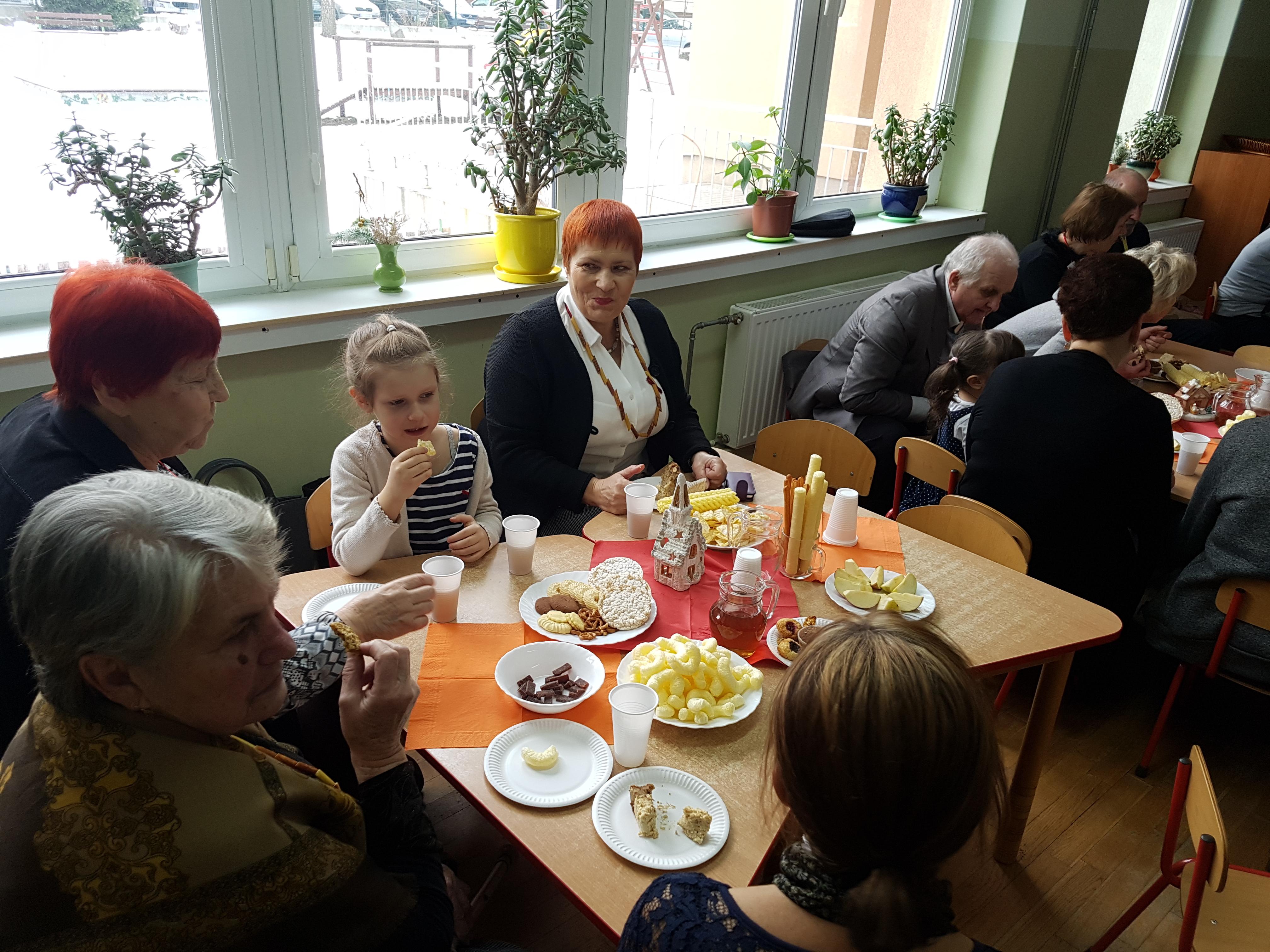 Czas na herbatkę z babcią i dziadkiem – grupa VII