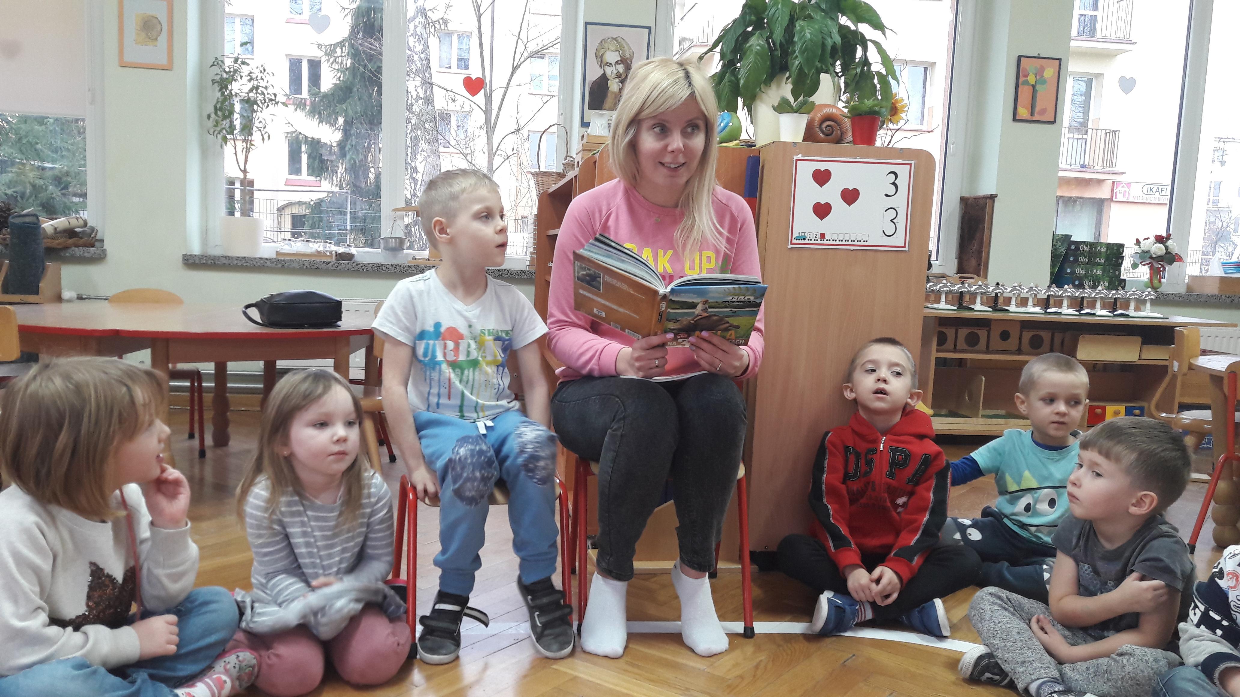 Mama Kuby czyta dzieciom