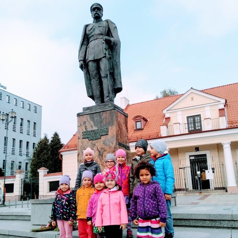 Wyjście starszaków pod pomnik Marszałka Józefa Piłsudskiego – grupa  V i VII