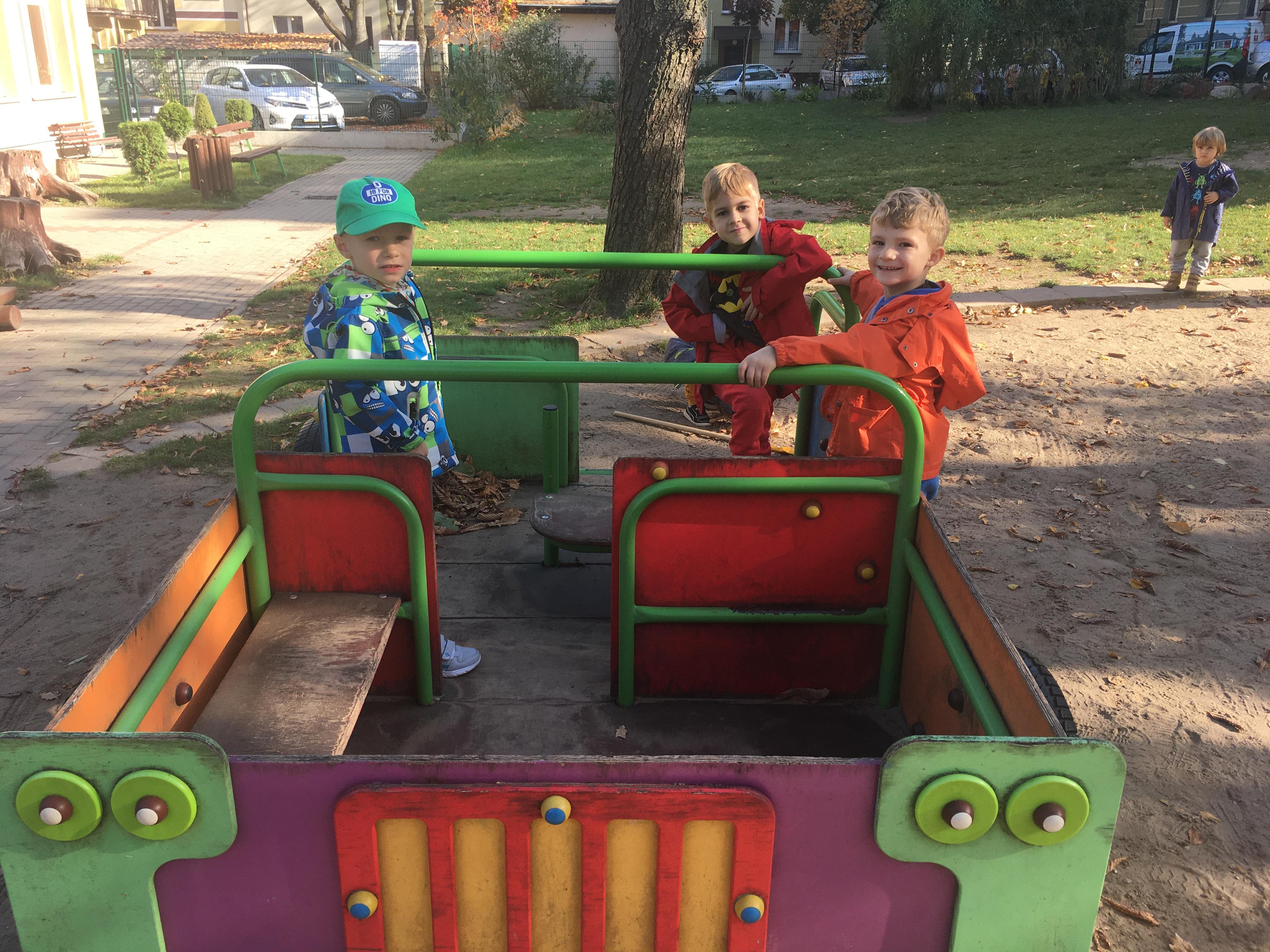 Jesienne zabawy w ogrodzie przedszkolnym – grupa III