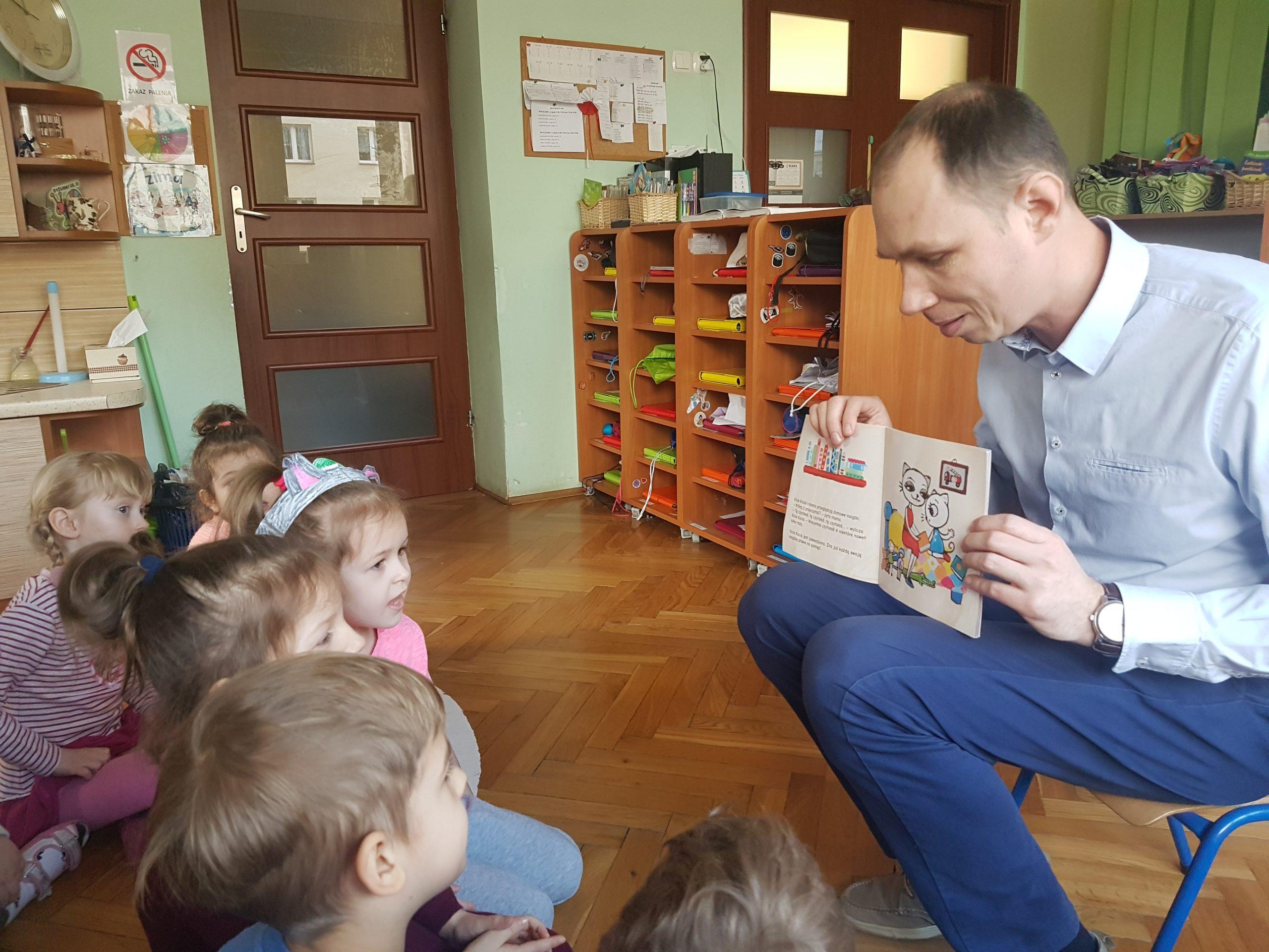 Czytanie dzieciom w grupie III