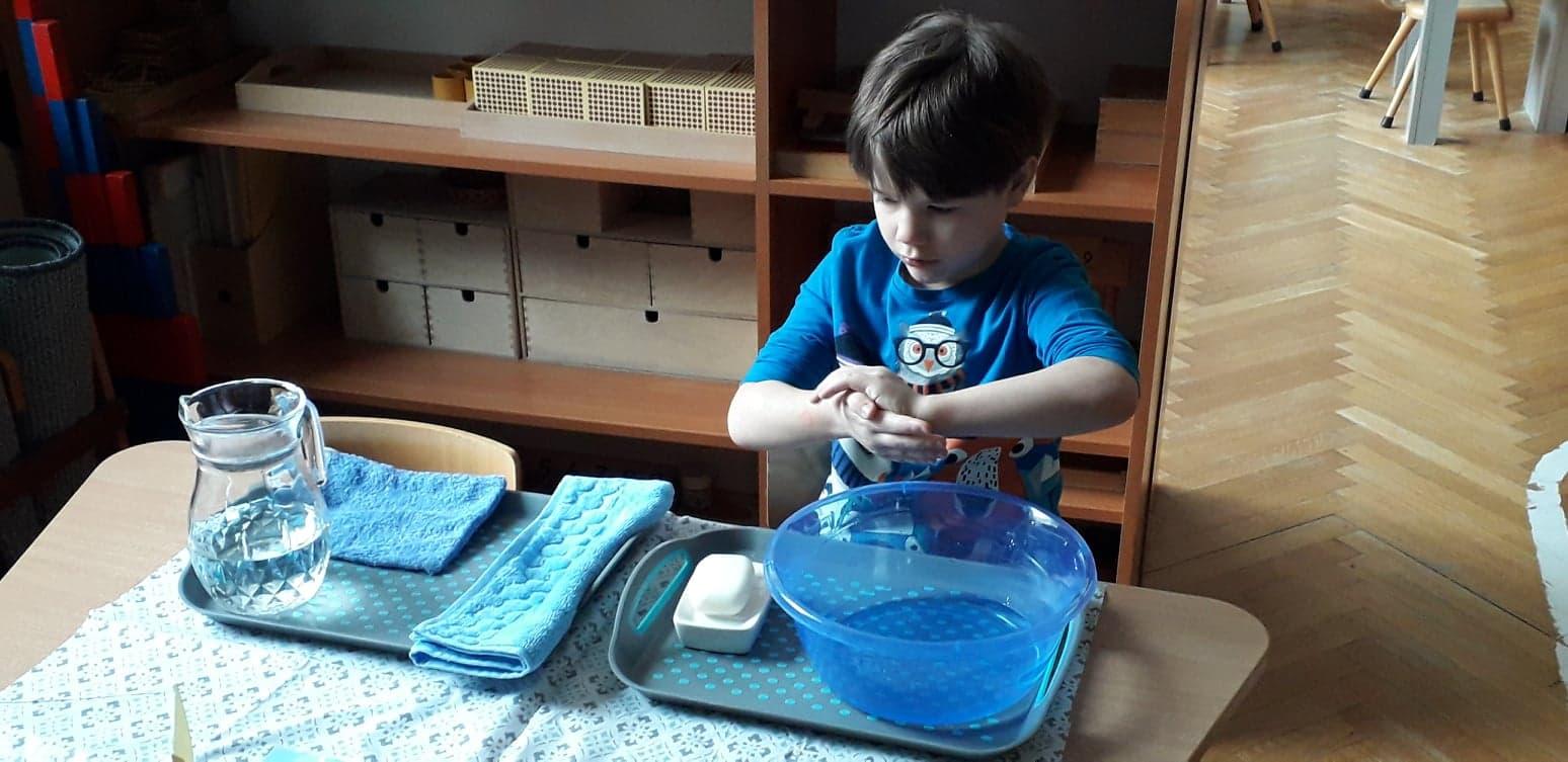 Mycie rąk w metodzie Montessori – grupa V
