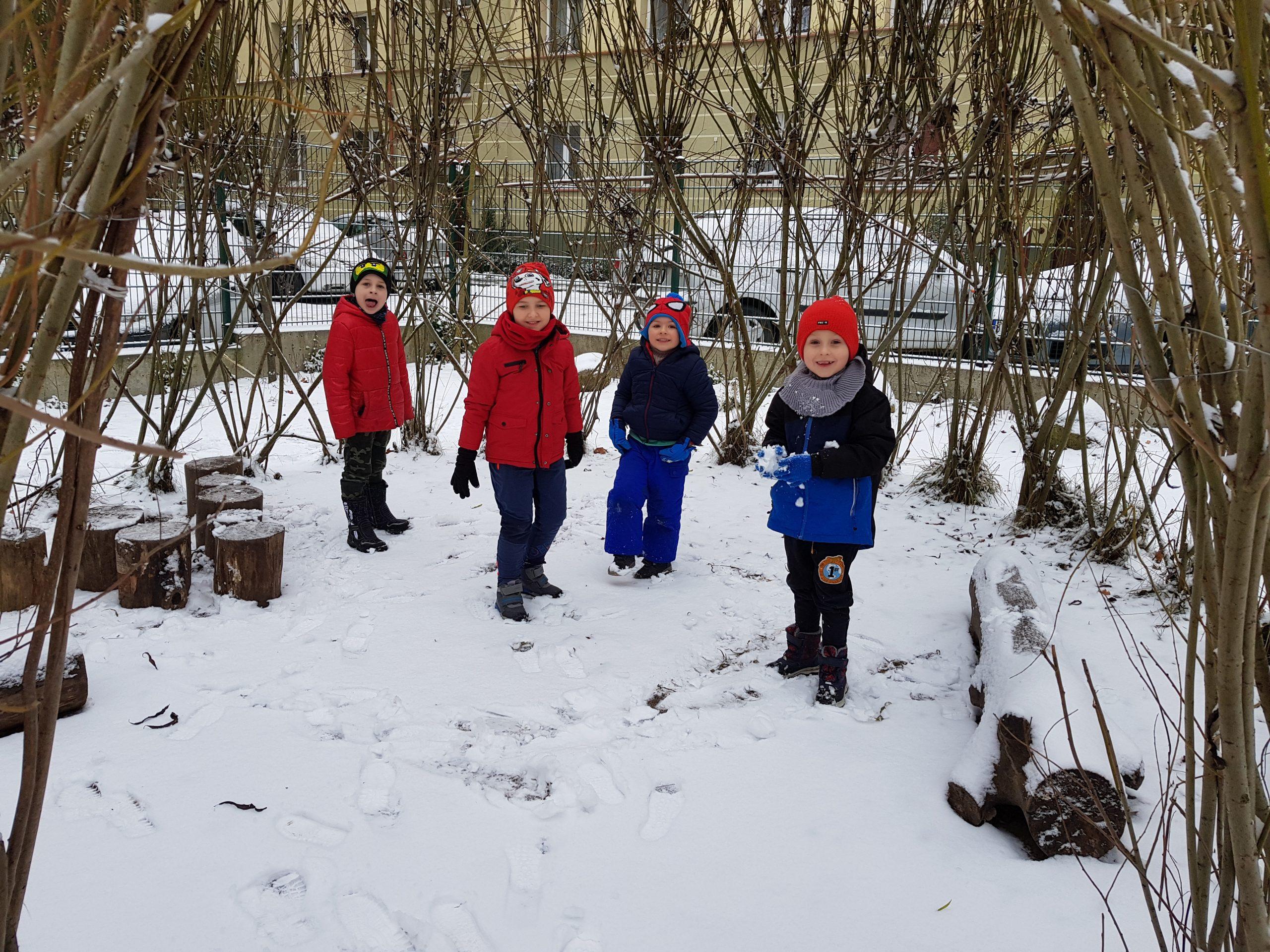 Zabawy na śniegu – grupa VIII